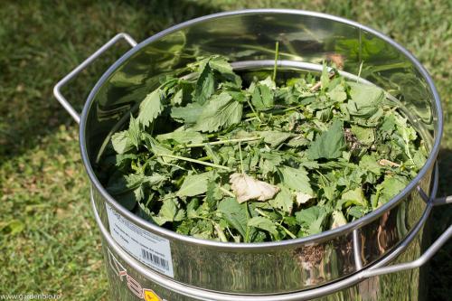 Pregatirea pentru macerat se face in vase de inox.