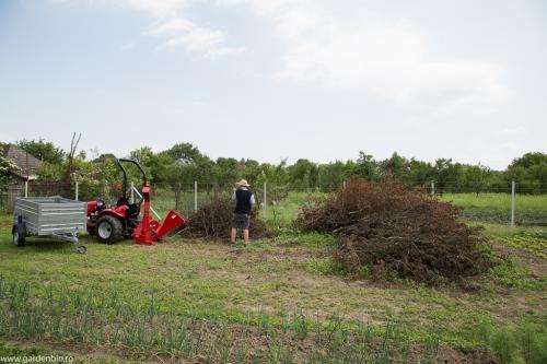 Tocatură de crengi pentru mulcit și materie primă la compost